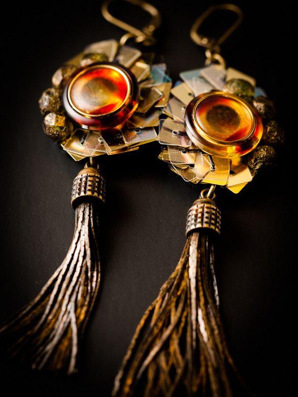 P86-1ドイツ人女性の名前から命名した「Alma(アルマ)」は、ポルトガル語では「魂」を意味します。鼈甲の様な深い温かみのある色合いのドイツボタンに、オリー...|ハンドメイド、手作り、手仕事品の通販・販売・購入ならCreema。