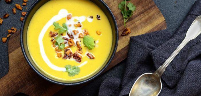 Polévka z batátů s oříšky