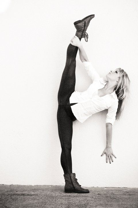 Beautiful tilt I cant wait untill I get my middle splits all the way.so I can make a perfect tilt