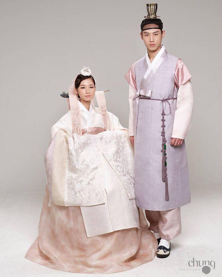 """광장시장한복 종로한복 결혼한복 신부한복 웨딩 차은엽한복 (@chaeunyeop_hanbok) on Instagram: """"@chaeunyeop_hanbok #차은엽한복 #광장시장 #광장시장한복 #종로한복 #일산한복 #결혼한복 #광화문 #신랑신부 #한복 #신부한복 #신랑신부한복 #웨딩박람회…"""""""