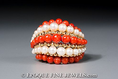Van Cleef & Arpels - An 18 karat gold, pearl and coral bombé ring,