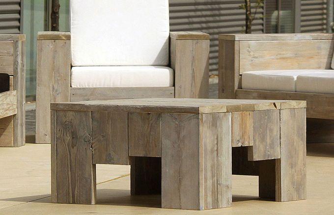Wie alle unsere Möbel ist der Tisch aus robustem Gebrauchsholz gefertigt und dient Ihnen als optimale Abstellfläche beim Entspannen. Er passt perfekt zu Ihrer Outdoor-Wohnlandschaft und macht sowohl vor dem Ecksofa als auch neben den Sofas und dem Sessel eine äußerst gute Figur.