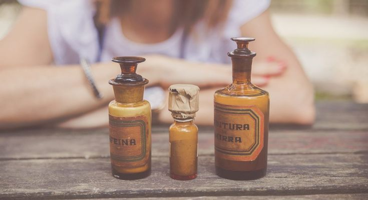 Ser farmacêutica(o) é uma vocação - A Farmacêutica por Luísa Leal Frascos de farmácia