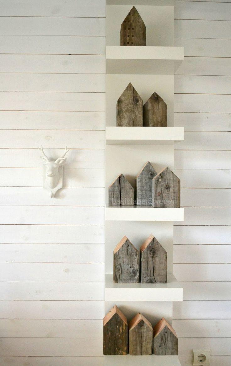 Ikea Lack plank met houten huisjes.. Wat een gaaf idee!!