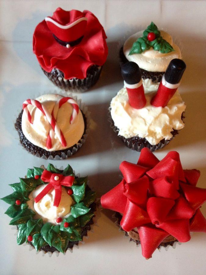 christmas cupcakes decorating christmas xmas ribbon santa wreath christmas cupcakes in 2018 pinterest christmas cupcakes cupcakes and