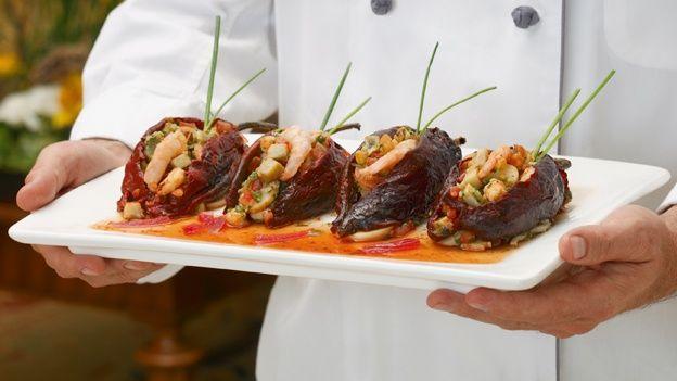 Chile ancho relleno de camarón de la Chef Susanna Palazuelos