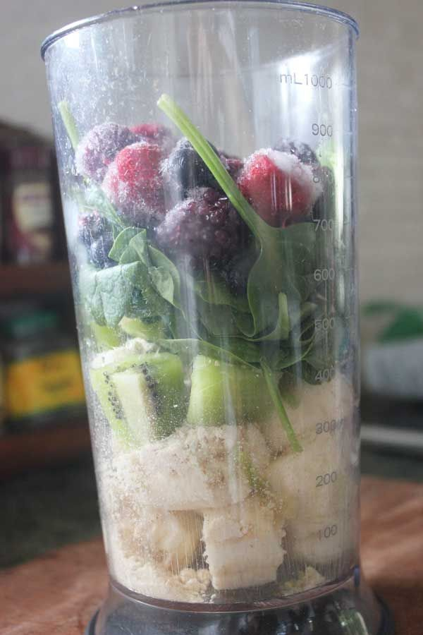 Immune-boosting purple #smoothie #recipe for #kids #moms #fitmom #healthy