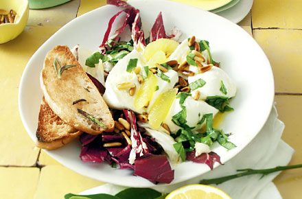 Radicchio-Mozzarella-Salat mit Zitronenvinaigrette  (aus Schrot & Korn 03|2013)