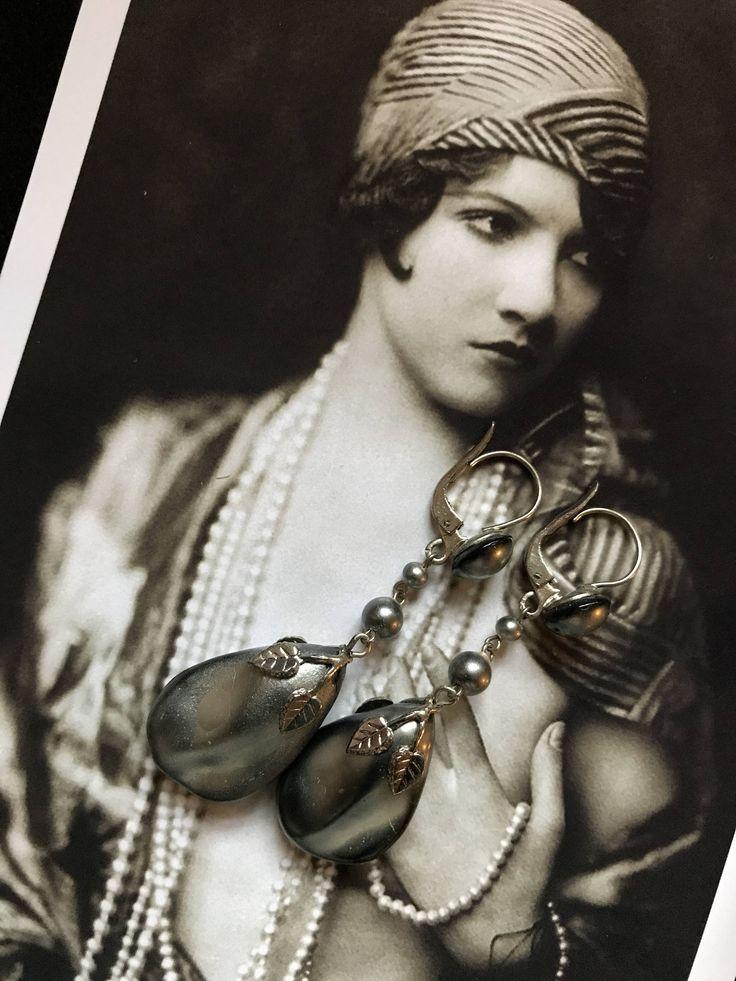 1920 France Boucles d'oreille vintage Art Deco en cristal nacré gris et décor végétal argent Miss Fisher Mariage  Vintage Années Folles