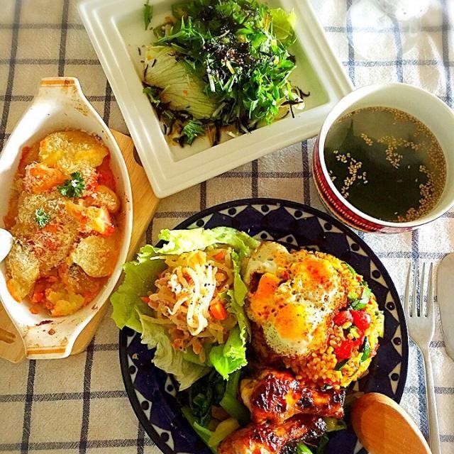 もやしとツナ、人参のマヨネーズ、めんつゆ、、ごまダレあえ。  ポテトとたらこ、チーズ焼  水菜とひじきふりかけ、レタス、オクラのサラダ、ゆずポン酢、ラー油がけ。  鶏ガラスープのもとで、ワカメスープ! - 58件のもぐもぐ - ナシゴレン、チキン手羽元でケチャップマニスグリルランチ! by tinatomo