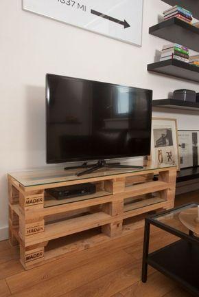 Meuble TV palette avec plateau en verre  http://www.homelisty.com/meuble-en-palette/