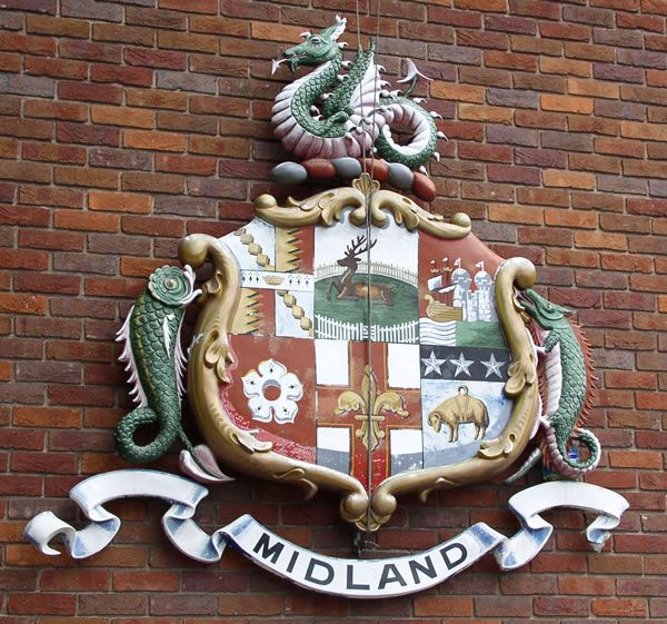 Midland_arms.jpg 600×561 pixels Midland Railway coat of arms at Derby station The six quarters represent (top row, left to right): Birmingham, Derby, Bristol, (bottom row, left to right): Leicester, Lincoln and Leeds. The crest is a wyvern, said to be derived from the Leicester and Swannington Railway and also thought to be a symbol of the Kingdom of Mercia.  Wyvern