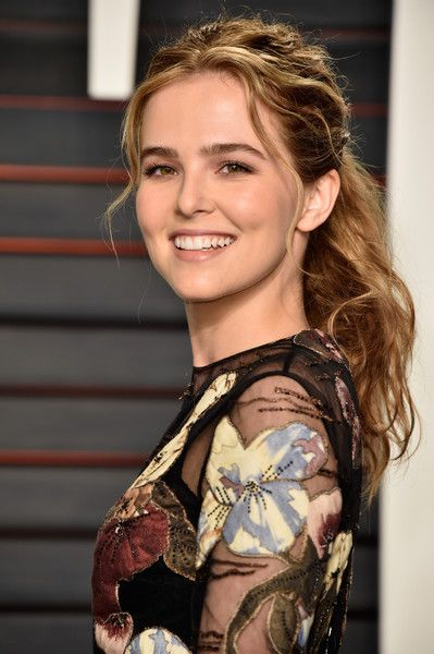 Zoey Deutch Loose Ponytail - Zoey Deutch made messy look so charming with this…
