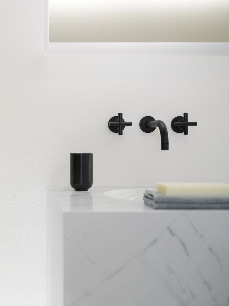 Black Fixtures that might look good against wood. Tara. / Bath Spa / fitting / Dornbracht