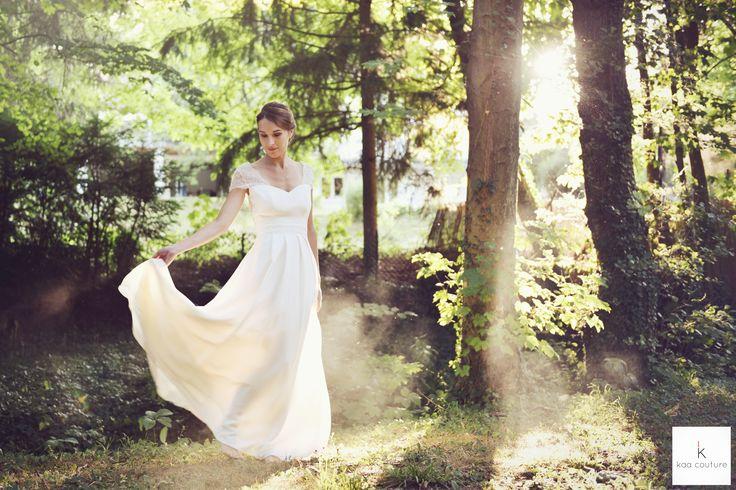 www.kaacouture.com modèle Noémie. kaa couture créatrice de robe de mariée à lyon. mariée / longue credit: Eulalie Varenne