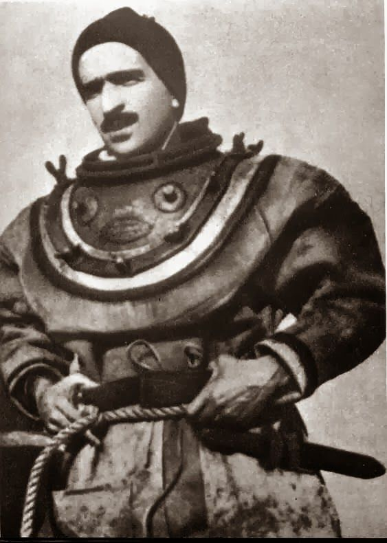 Warfare History Blog: Odd unità di combattimento: Frogmen italiane e la Siluri umani della Decima Flottiglia MAS, 1940-1943
