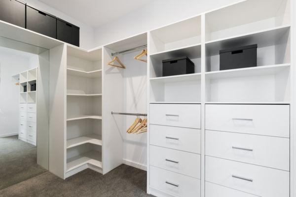 Weisser Begehbarer Kleiderschrank Begehbarer Kleiderschrank Im Schlafzimmer Schrank Umgestalten Eckschrank Kleiderschrank