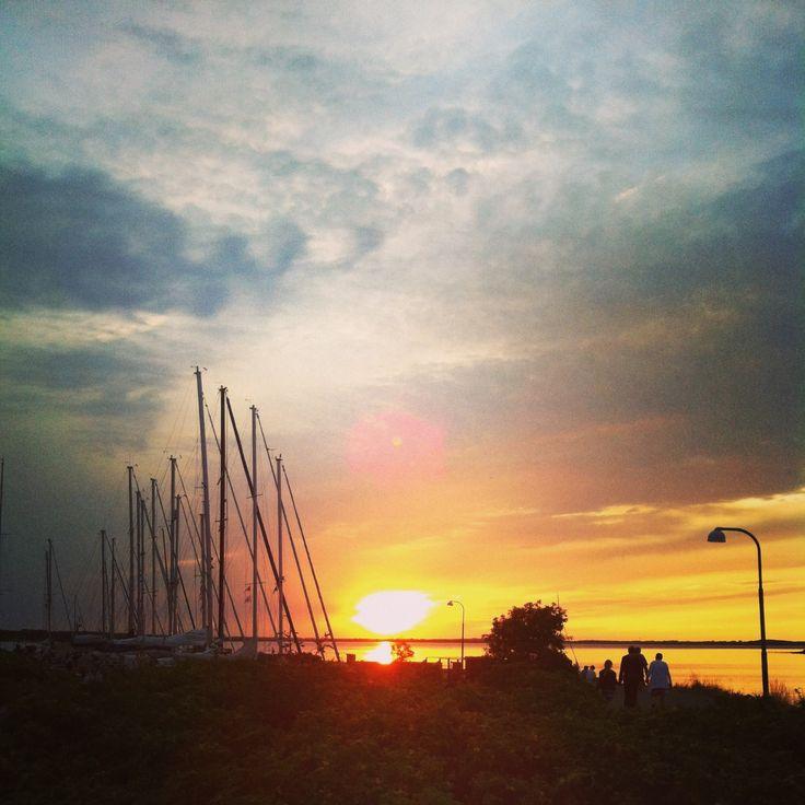 Solnedgang set fra Årø i godt selskab