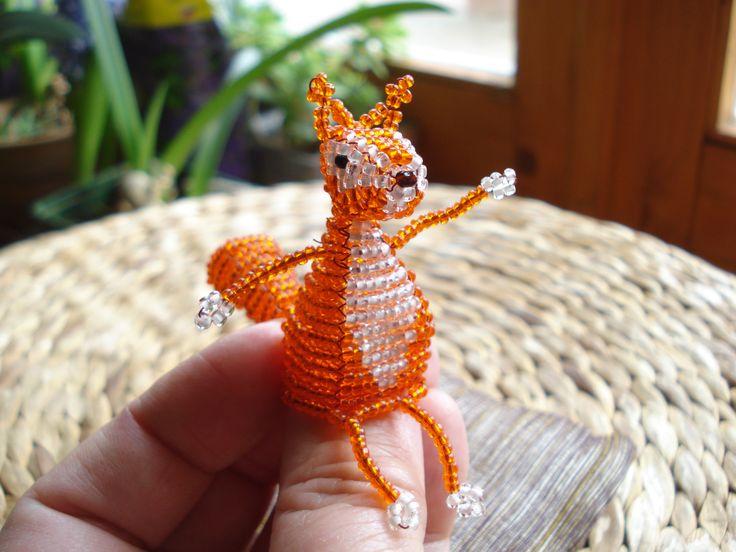 http://img1.etsystatic.com/035/0/7654300/il_570xN.535605989_o70t.jpg Honey squirrel by beadwork. Édes mókuska - gyöngyfűzés.
