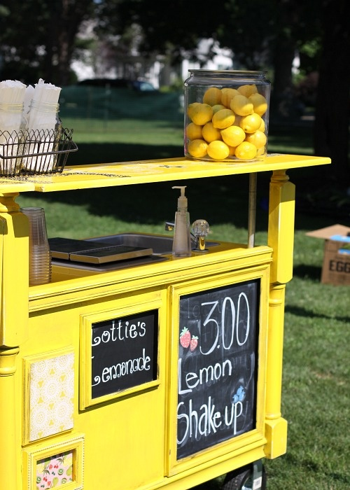 Adorable lemonade stand diy crafty hands pinterest for How to build a lemonade stand on wheels