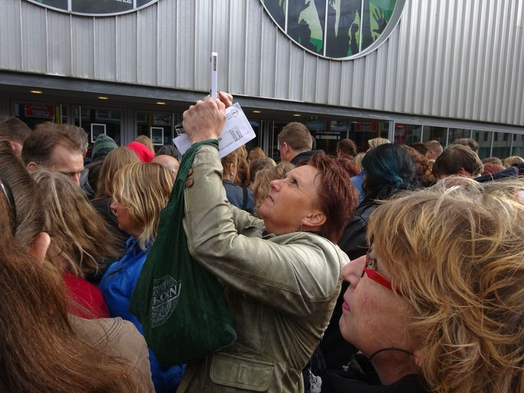 "Marian takes foto of ""The Angels"" outside HMH,2-5-2014"