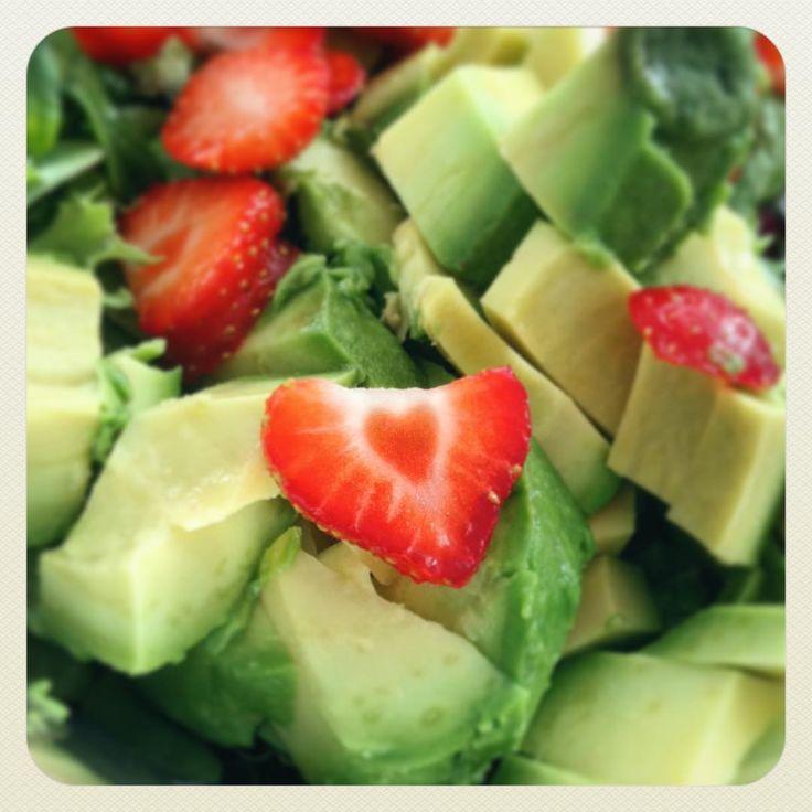 "66 Likes, 3 Comments - Ozlem Haanstra (@ozlemhaanstra) on Instagram: ""#heartinmyfood#strawberries#avokado#salad#saladlife#alkalineeating#rawfood#raweating#cleaneating#food#aardbeien#avocado#salade#puur#alkaline#heart"""