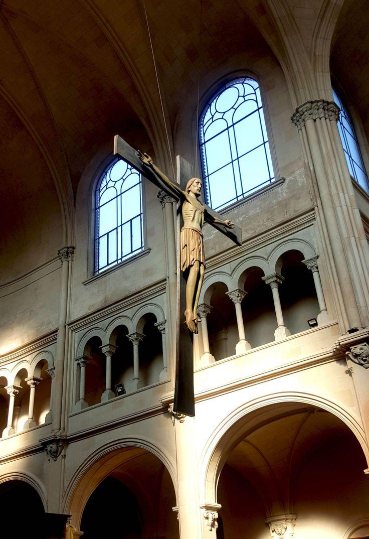 Imagen/fotografía católica de alta resolución etiquetada como: iglesia,cruz,jesus,cristo,crucifijo. ¡Descárgala gratis en Cathopic!