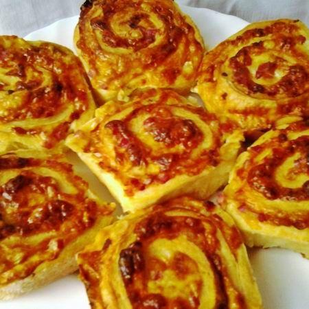 Egy finom Sajtos-sonkás-baconos csigák ebédre vagy vacsorára? Sajtos-sonkás-baconos csigák Receptek a Mindmegette.hu Recept gyűjteményében!