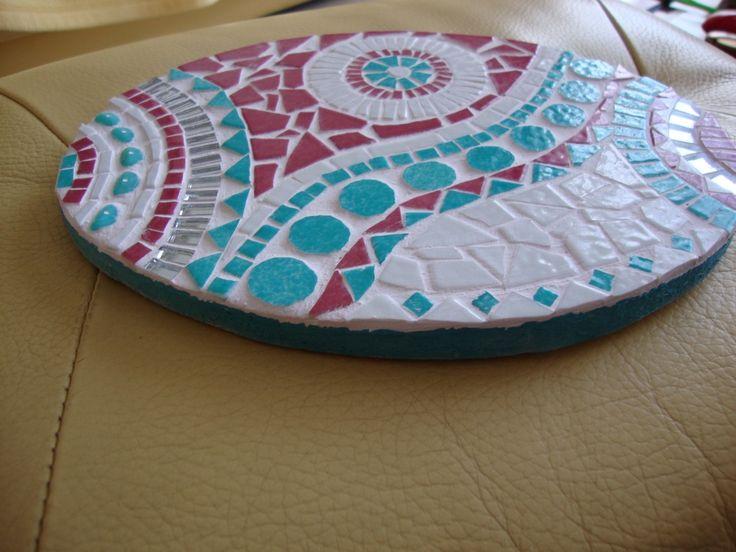 Dessous de plat, mosaïque turquoise/rose , en émaux de Briare, miroir, perles. : Mosaiques par mosaic-tal