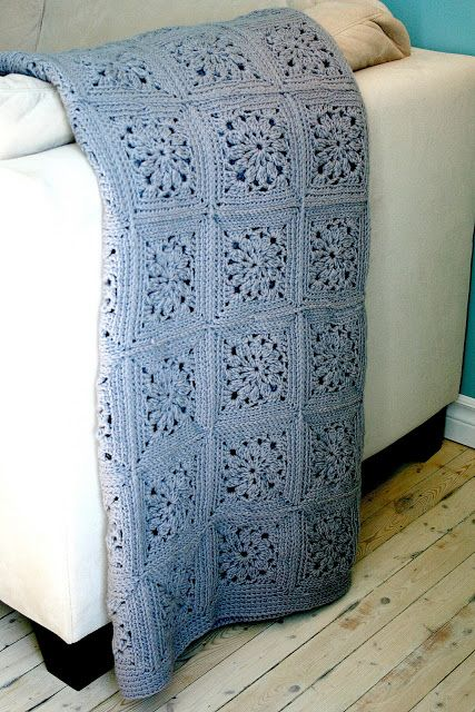 This is a lovely solid colour afghan … and that square is fab!  Found at the French Blog, Two Sisters One Mess, you can use Google Translate to figure out the free pattern —- it's pretty good with only a few words here and there that you might need to decipher.