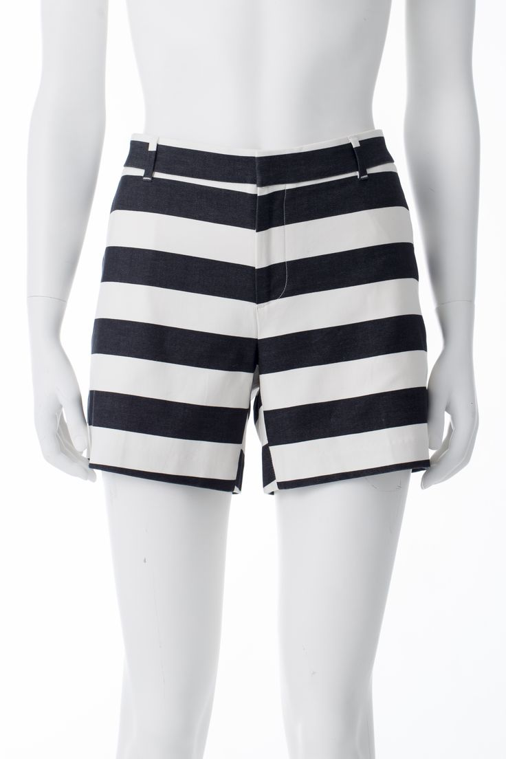* Short rayé noir et blanc, BANANA REPUBLIC, 74$ * Black and white striped shorts, BANANA REPUBLIC, $74