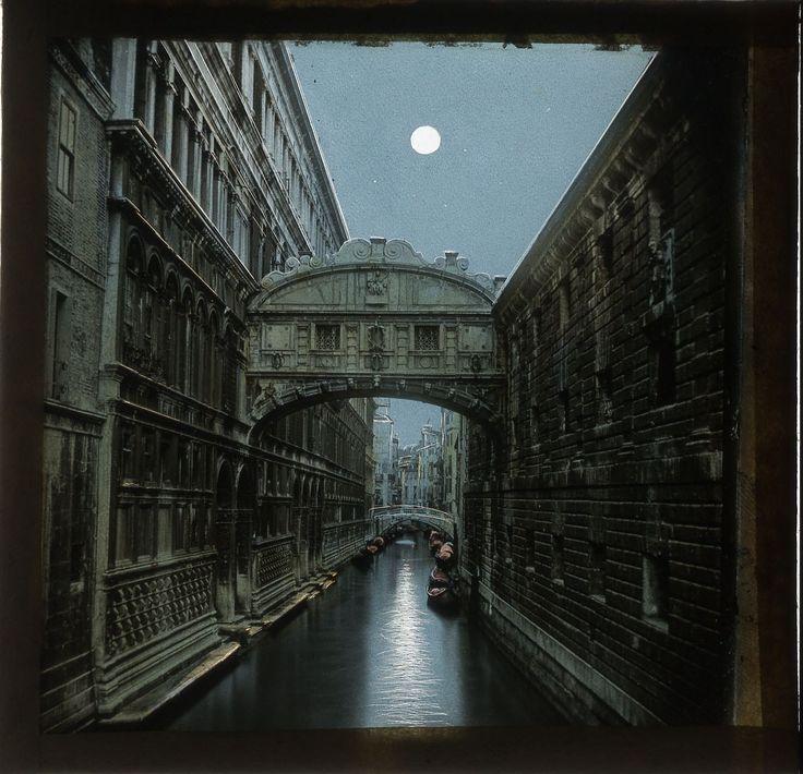"""PROIETTANDO VENEZIA,  12 e 26 aprile! """"Questa era Venezia, la bella lusinghiera e ambigua, la città metà fiaba e metà trappola,, nella cui atmosfera corrotta l' arte un tempo si sviluppò rigogliosa, e che suggerì ai musicisti melodie che cullano in sonni voluttuosi"""".  Thomas Mann"""