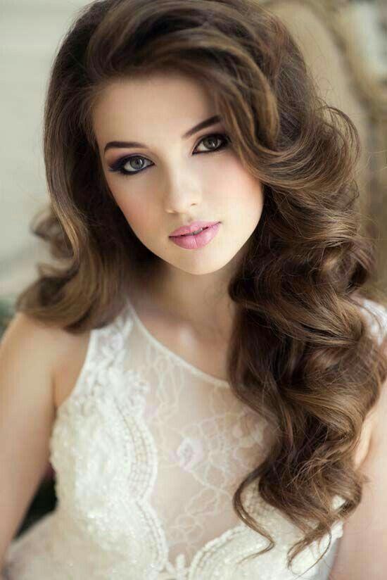 Maquillaje para boda y cabello suelto ondulado