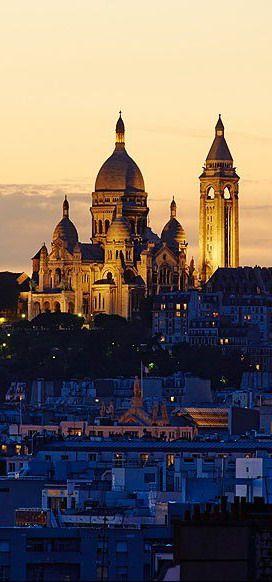 Le Sacré Coeur, à Paris. Est-il dans l'aube ou le crépuscule ?