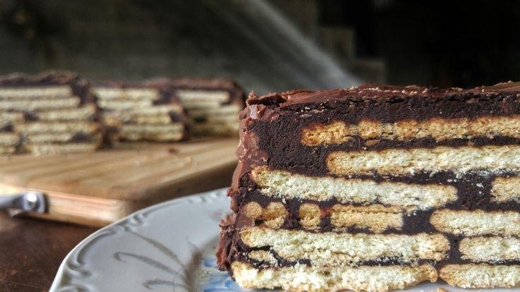 Ο καλύτερος κορμός σοκολάτας που υπάρχει!Θα τον φτιάξετε σε 2' και θα τον φάτε σε 30''! The best Kit-Kat ever!It will take 2' to make it and 30'' to eat! Υλι...