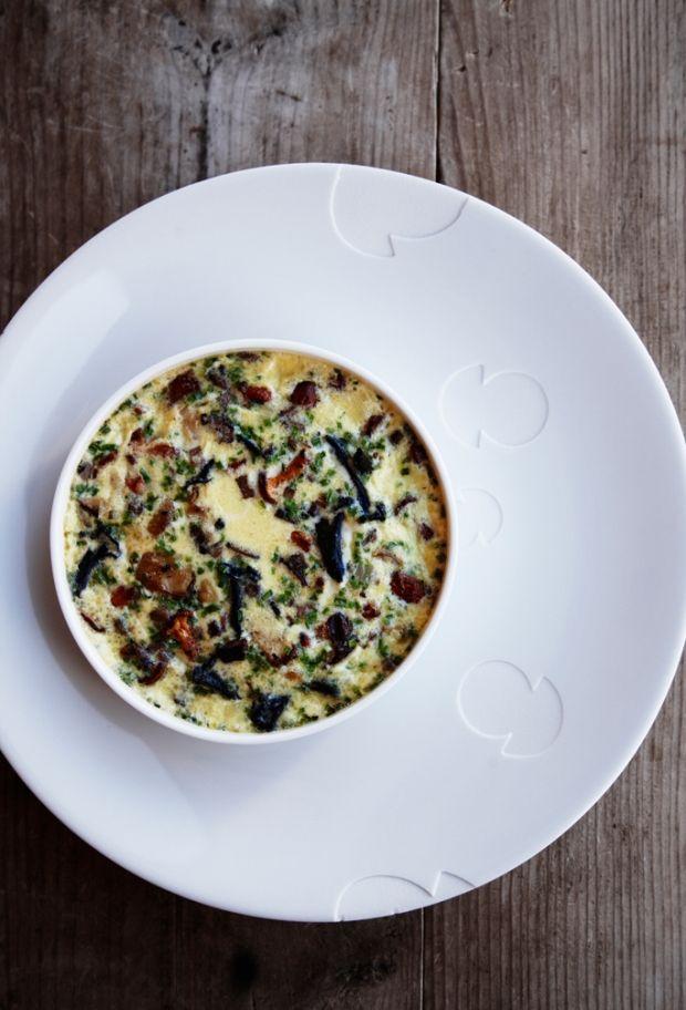 Imponer dine gæster med denne opskrift på fyldte portobello svampe. Det er nemt at lave, og så smager det fantastisk.