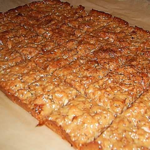 Rezept Florentiner vom Blech      250 g Butter     250 g Zucker     100 g Sahne     80 g Honig     250 g Mandeln, gehackt     250 g Mandeln, gestiftelt     250 g Mandeln, gemahlen     250 g Mandelblättchen     100 g Kuvertüre, hell oder dunkel