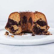 Marmorkuchen mit Marzipan, Amaretto und Mandeln von backbube.com