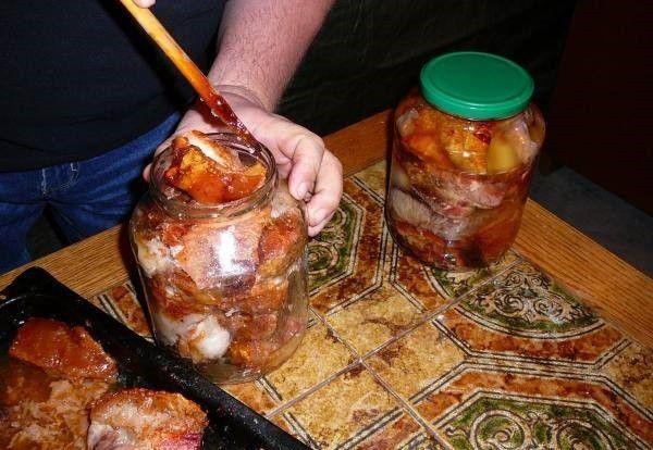 Sült hús zsírban eltéve Elkészítése: Ezt a módszert már évszázadok óta ismerik azok, akik sertésfeldolgozással foglalkoznak. Ami nyers, füstöletlen...