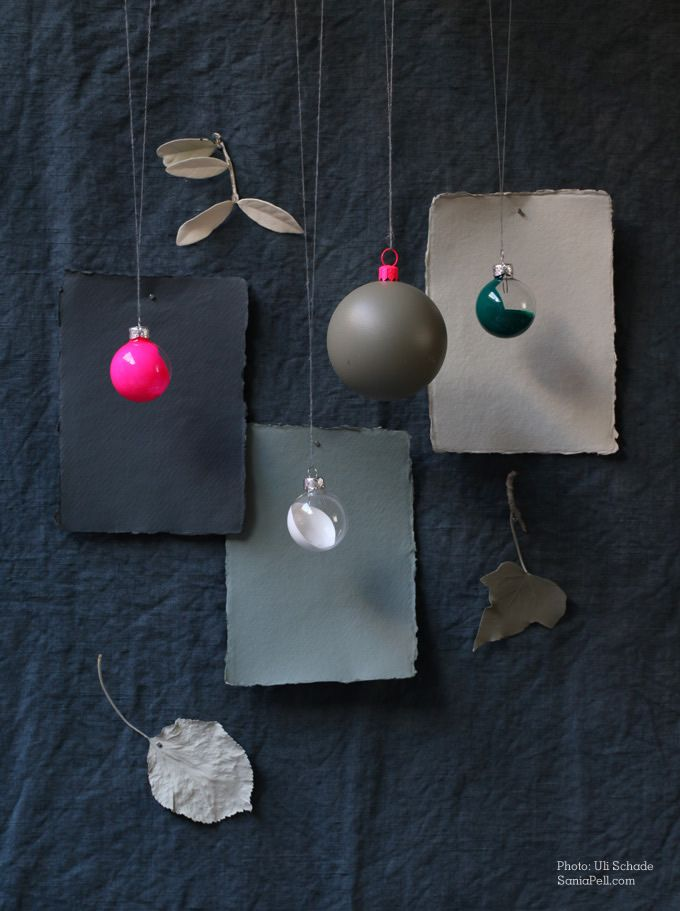 Decorate tree baubles