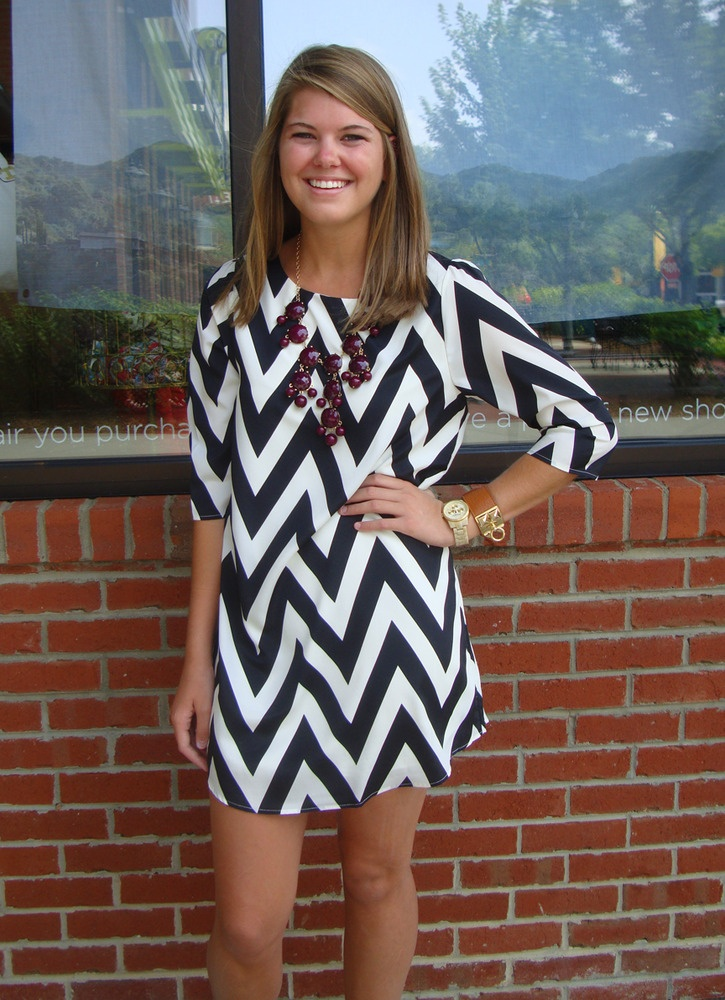 Black-White Chevron Dress...arriving in the mail soon :): Chevron Outfits, Chevron Chevrondress, Chevron Dresses, Dresses Chevron, Summer Outfits, Chevron Games Day Dresses, Bubbles Necklaces, Games Outfits, Black Whit Chevron
