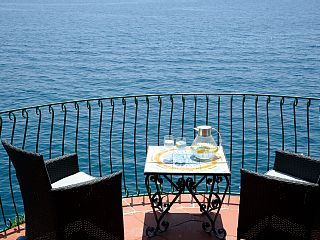 Equipped With Private Sea Platform And Near Amalfi: Ravello Beach Side Villa