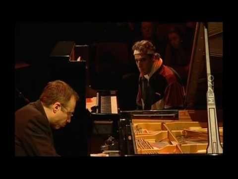 ▶ Gonzales vs Zygel - Piano Battle 2 / 7 - YouTube