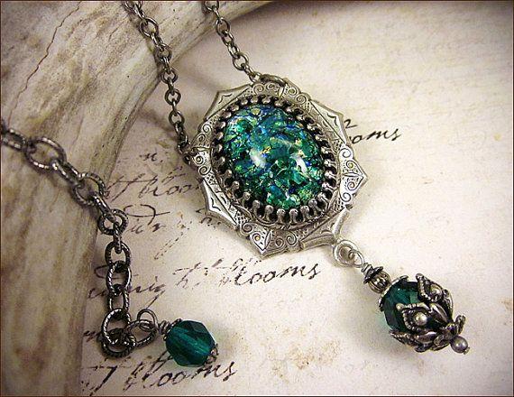 Teal Renaissance vert collier collier bijou par RabbitwoodandReason