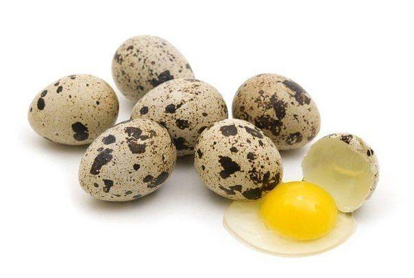 Перепелиные яйца спасут кожу от старости  1. Освежающая и тонизирующая маска Белки 3 перепелиных яиц смешать с 2 столовыми ложками натертого...