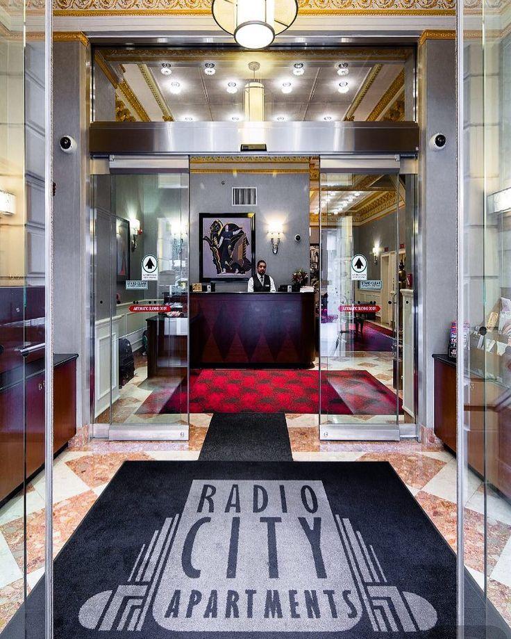 Radio City Apartaments (para quem gosta de se sentir em casa) Promoção diarias a partir de R$ 329 Reais o Casal. #radiocityapartments #apto #hoteis#musical #esperaculo #goiania #bh#brasil#feriasmerecidas #ferias #embarque #piaui #parana #paraiba #pesseio #cvcviagens #ny#newyork #gruairport #interiordesaopaulo by personaldrivernewyork