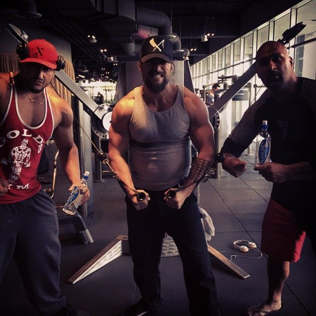 Pin for Later: Jason Momoa Has SO MUCH Fun When He Works Out, It's Ridiculous And on very rare occasions, he hits up the regular old gym, but obviously he prefers his workouts be exciting and adventurous!
