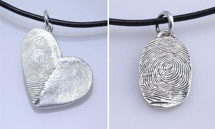 Te enseñamos a hacer 3 joyas caseras para mamá muy fáciles: una pulsera con palito de helado, un colgante con tu huella digital y un collar de bolitas.