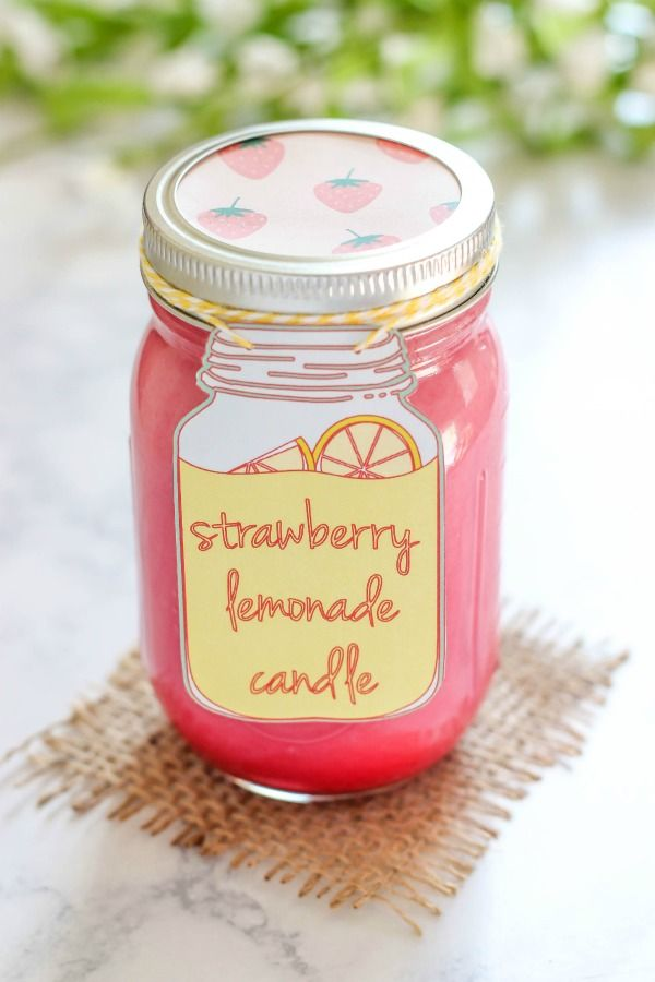 Homemade Strawberry Lemonade Candle - easy to make soy candle scented with strawberry lemonade oil. This candle is pretty pink and smells like summer!