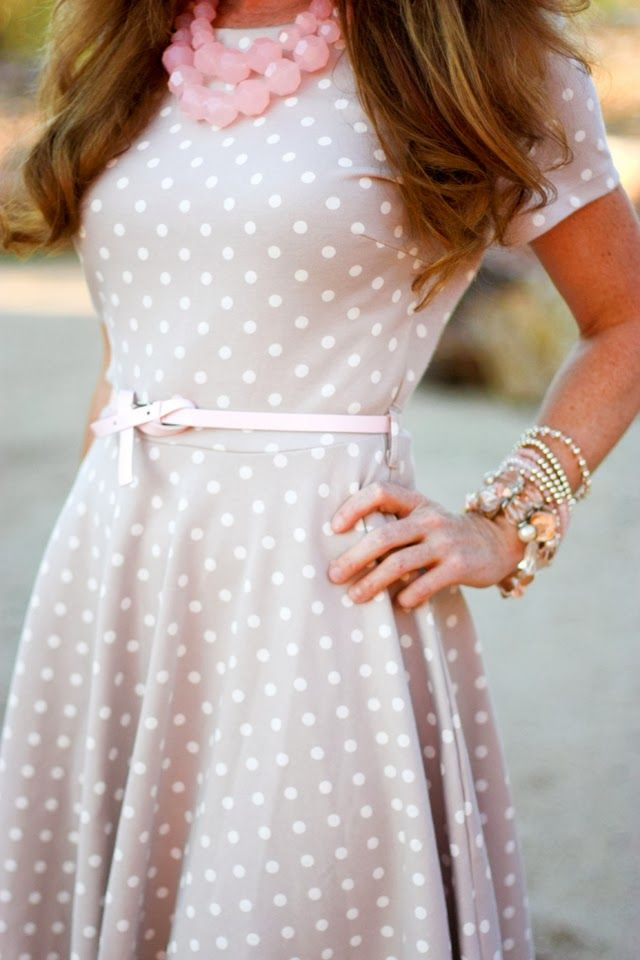 Light grey dress, white polka dots, light pink belt. Perfect <3